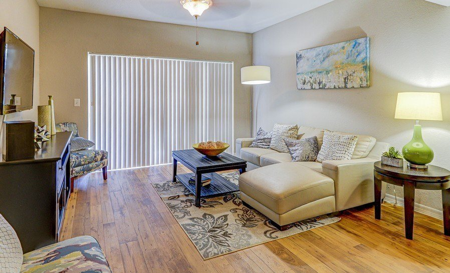 Living Room With Television at Plantation Gardens Apartments, Florida, 33782
