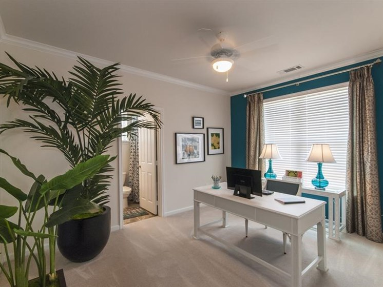 Office Space In Apartment at Parc Woodland, Texas