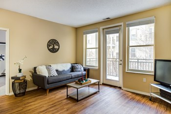 1212 West Lake Street 3 Beds Apartment for Rent Photo Gallery 1