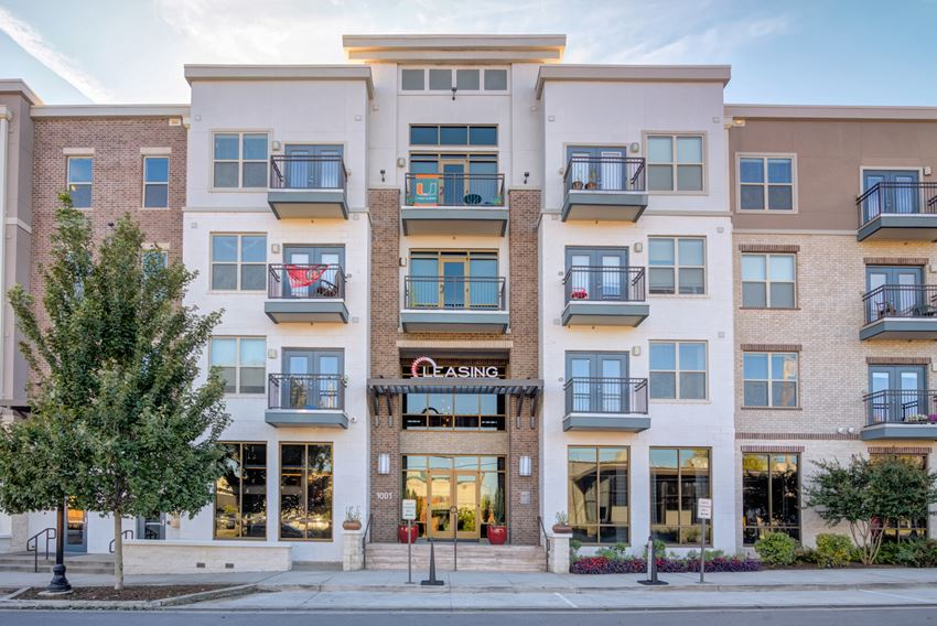 Apartments in Nashville TN - The Carillon Apartment Entrance in the Heart of Downtown
