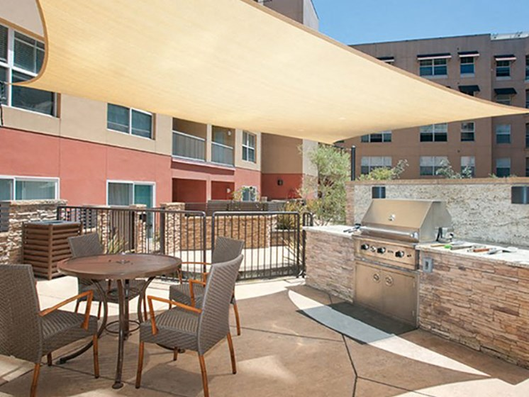 Open Air Courtyard with Viking BBQ Grill