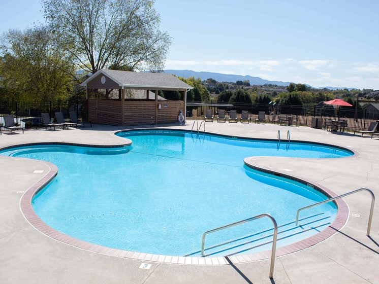 Lounge Swimming Pool With Cabana at Smoky Crossing Apartments, Tennessee