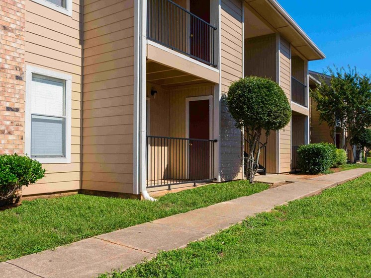 Apartments in Longview, TX landscaping