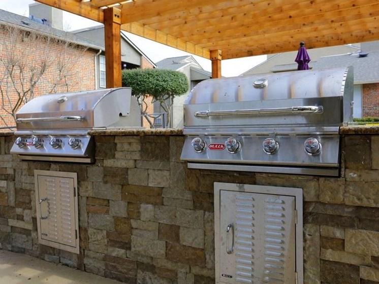 Apartments in Longview, TX outdoor grills