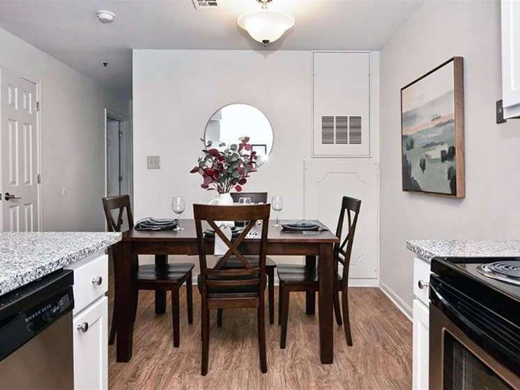 Moline IL apartments with dining room