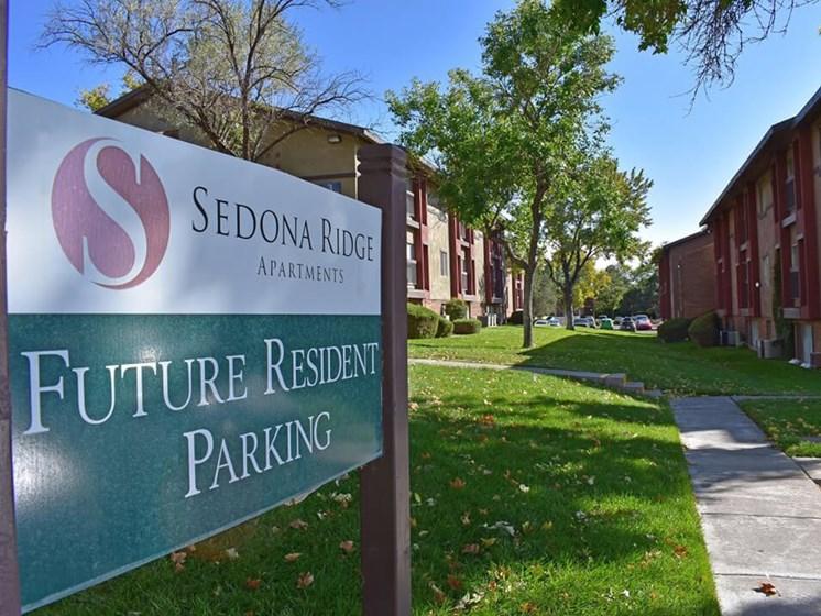 sign for parking at Sedona Ridge Apartments
