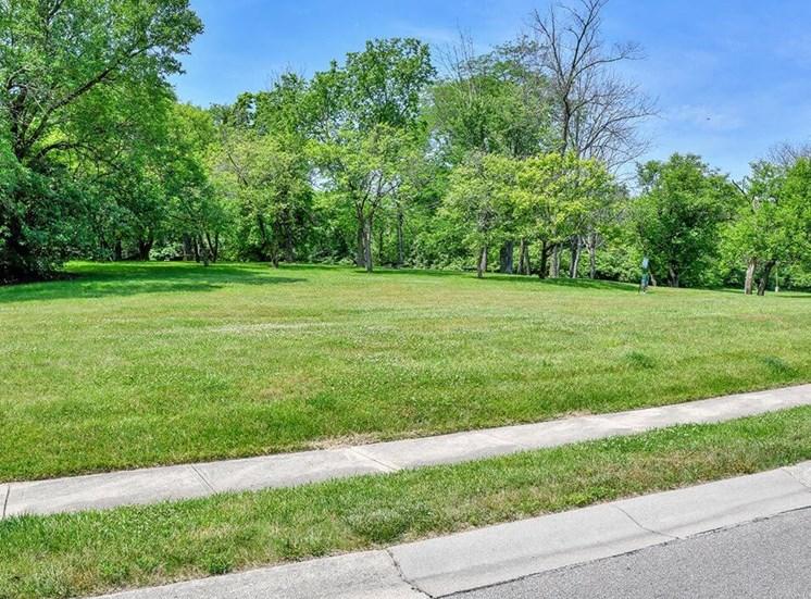 Apartments in Hamilton, OH Grass