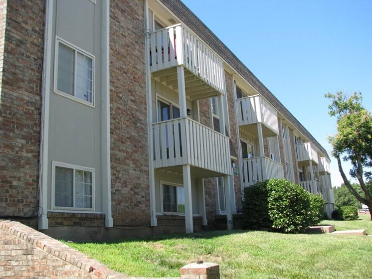 apartment with balcony in Derby