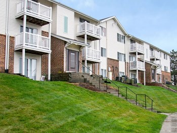 1215 Fawn Parkway Plaza 2 Beds Apartment for Rent Photo Gallery 1