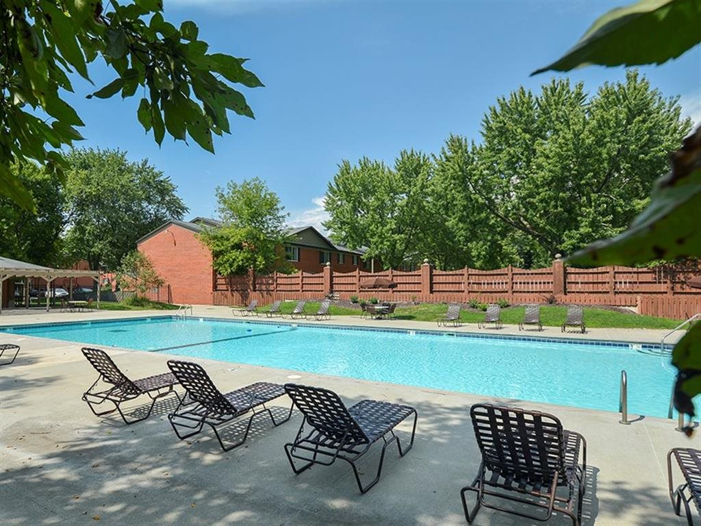 apartments in Cedar Rapids with pool