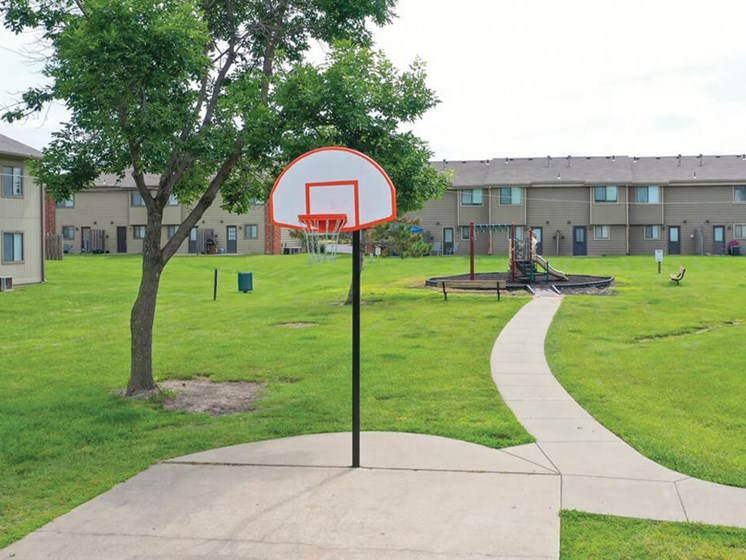 apartments in topeka with basket ball court