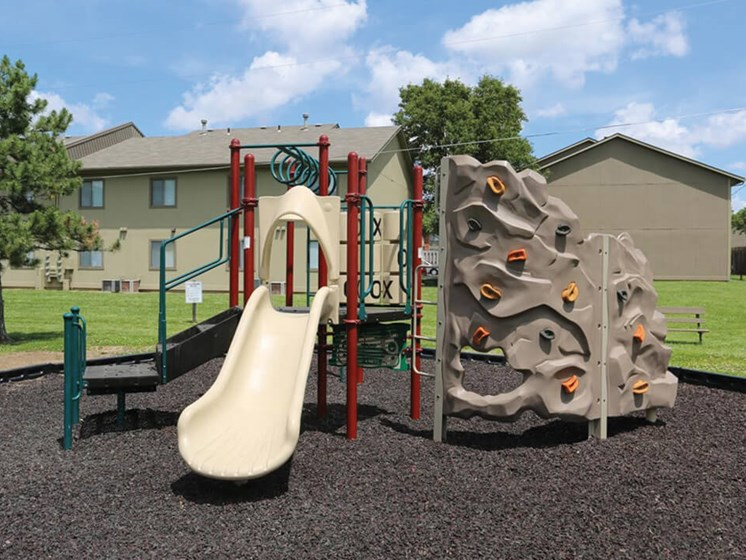 apartments in topeka ks with playground
