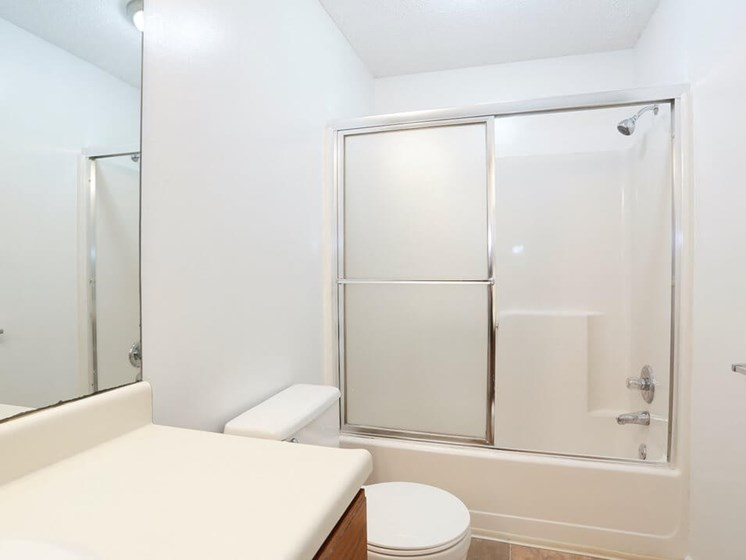 large bathrooms at The Retreat at Woodlands