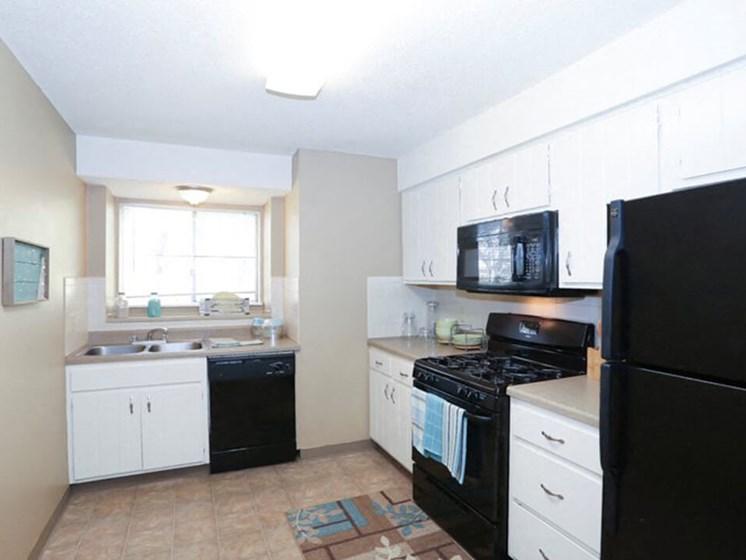 large kitchens at Ridge at Chesnut apartments