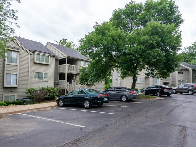 The Retreat at Woodlands Apartments parking lot