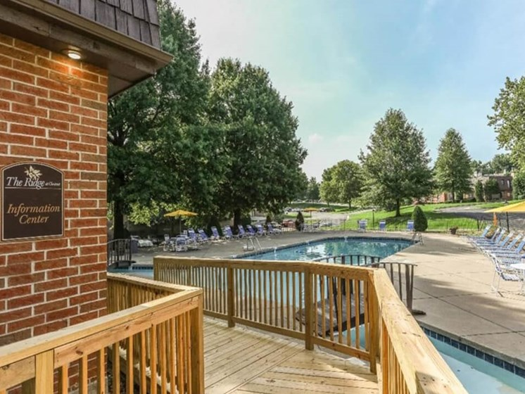 Swimming pool at Ridge at Chesnut apartments