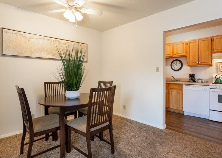 Apartments in South Bend Dining Area