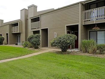 727 W. Macarthur Rd. 1-2 Beds Apartment for Rent Photo Gallery 1