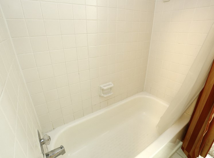 Apartments in Kettering, Ohio Tub