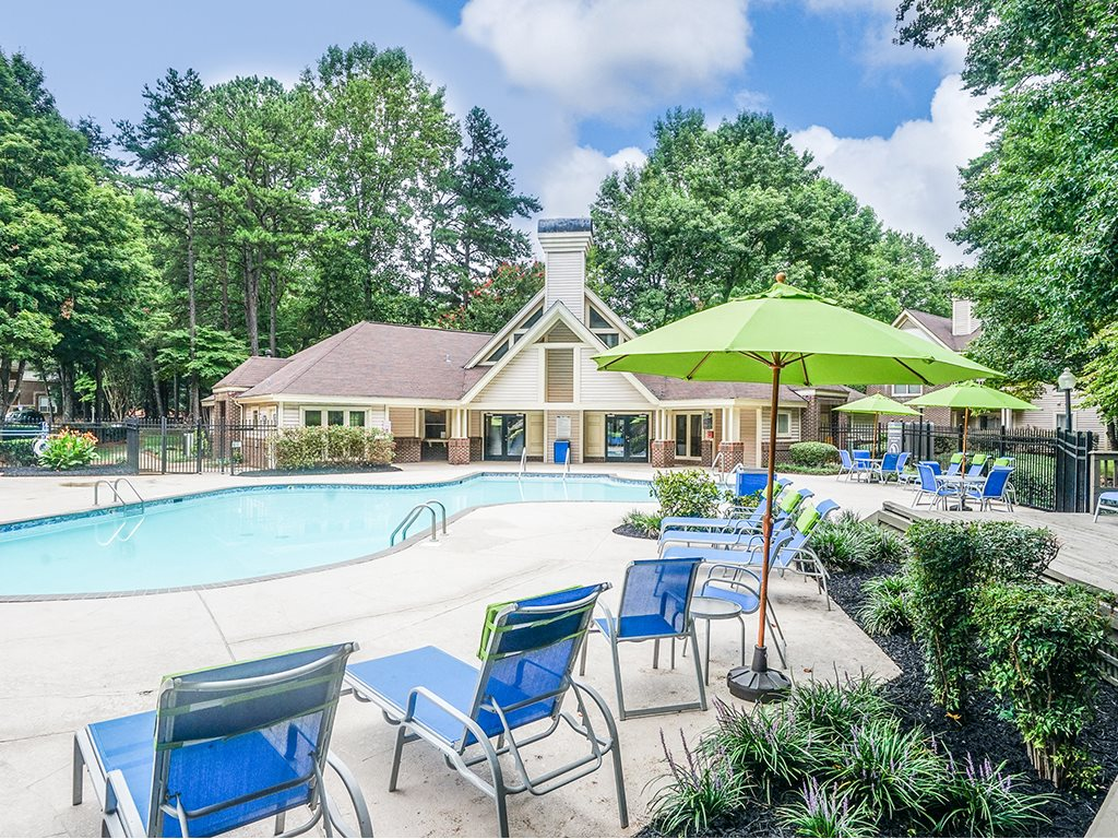 1700 Place Pool Deck