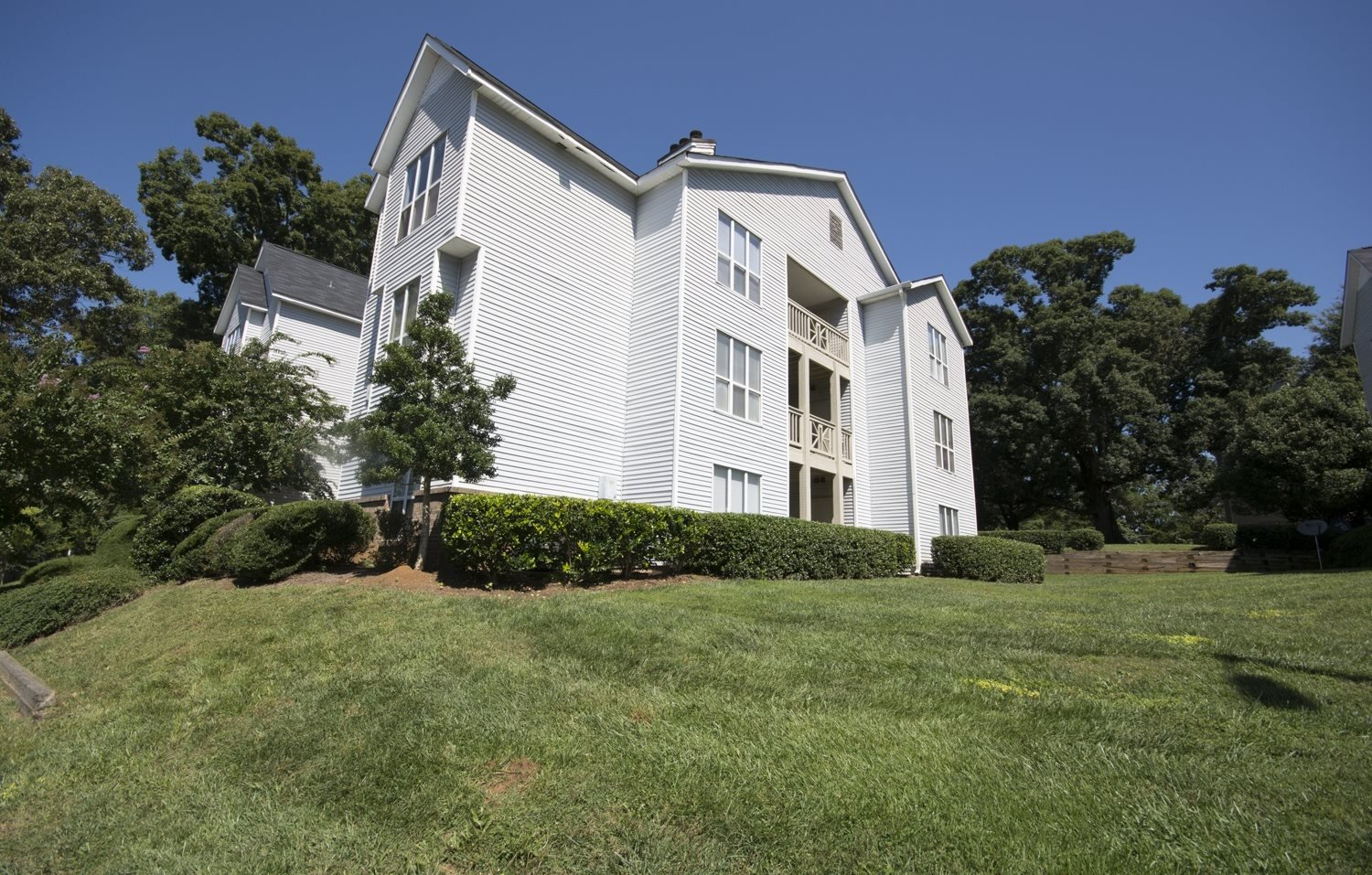 Exterior view of Axiom Apartments in Charlotte, North Carolina