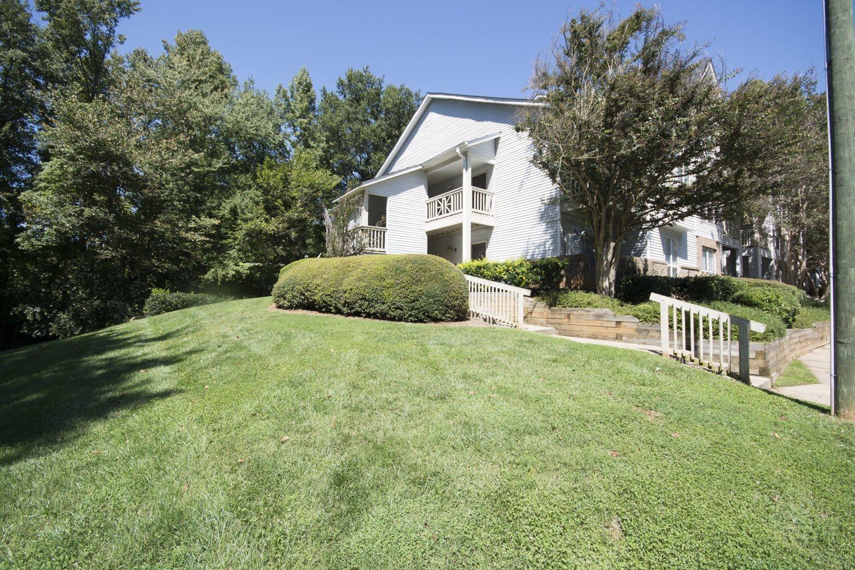 Exterior view of Axiom Apartments in Charlotte, North Carolina