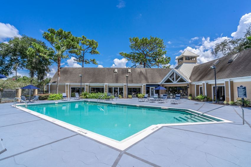 Sparkling Swimming Pool at The Park at Laurel Oaks in  Winter Springs, FL
