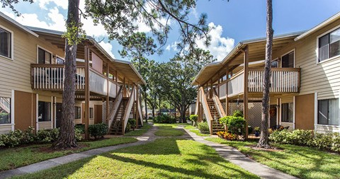 Exterior views of The Reserves of Melbourne Apartment Homes in Melbourne, FL