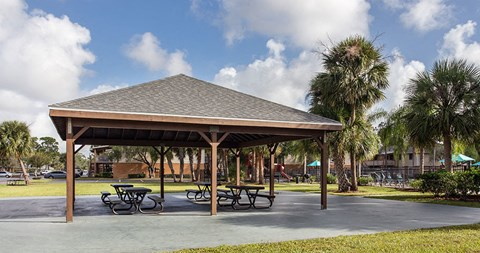 Outdoor pavilion at The Reserves of Melbourne Apartment Homes in Melbourne, FL