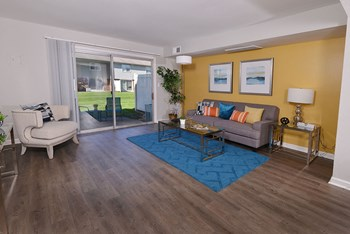2202 Fair Oaks Dr 1-2 Beds Apartment for Rent Photo Gallery 1