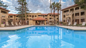 5441 North Swan Road 1-2 Beds Apartment for Rent Photo Gallery 1