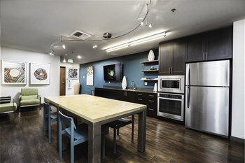 427 NE 72Nd St Studio-2 Beds Apartment for Rent Photo Gallery 1