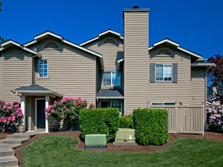 Exterior of Landmark at Tanasbourne Apartments with walkway to private entryways in Hillsboro, OR 97124