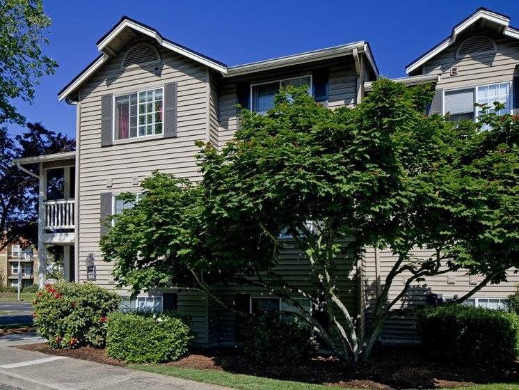 Exterior side view of Landmark at Tanasbourne Apartments in Hillsboro, OR 97124