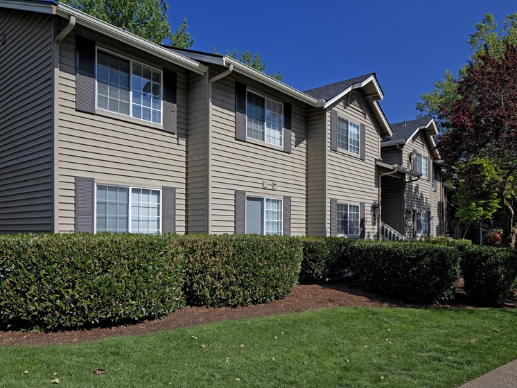 Exterior view of Landmark at Tanasbourne Apartments with landscaped yards in Hillsboro, OR 97124