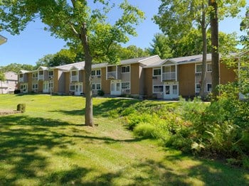 202 Chatham West Drive 1-4 Beds Apartment for Rent Photo Gallery 1