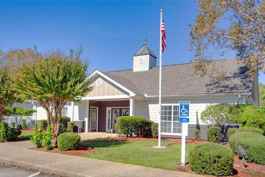Leasing Office at The Pointe Apartment Homes, Gautier, Mississippi, 39553