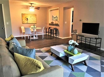 1400 Sherwood Drive 1-3 Beds Apartment for Rent Photo Gallery 1