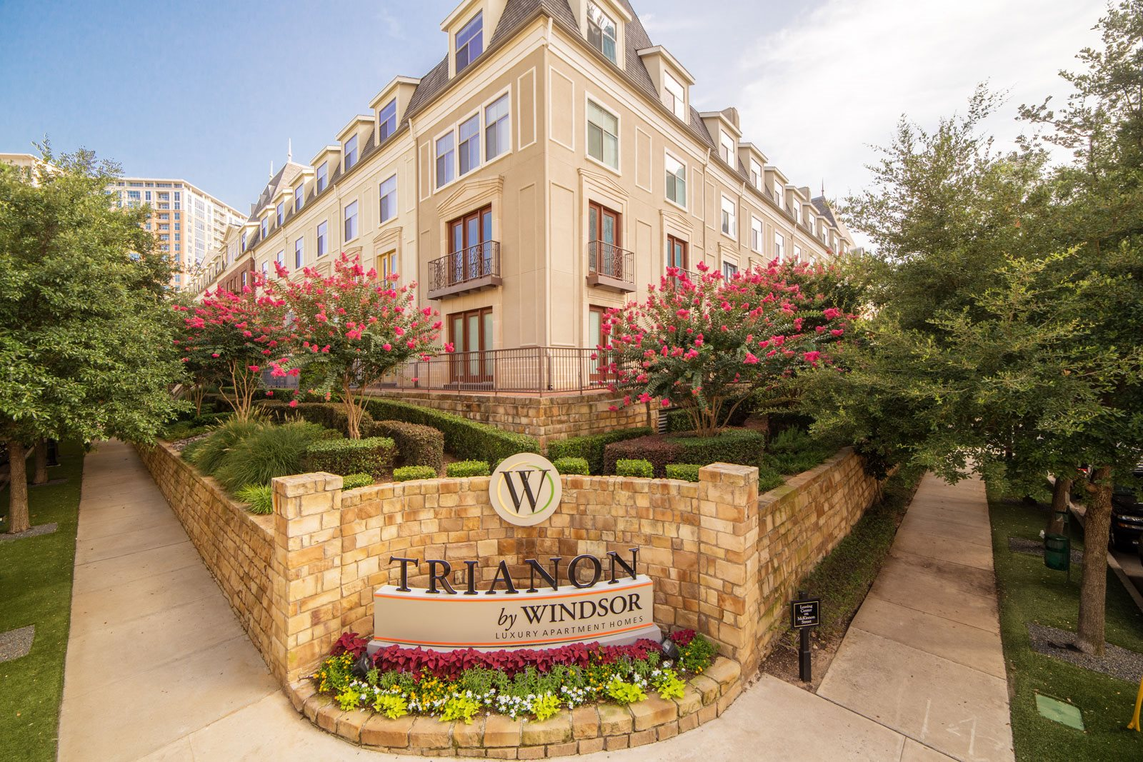 Luxury Apartment Homes Available at Trianon by Windsor, 2820 McKinnon Street, Dallas