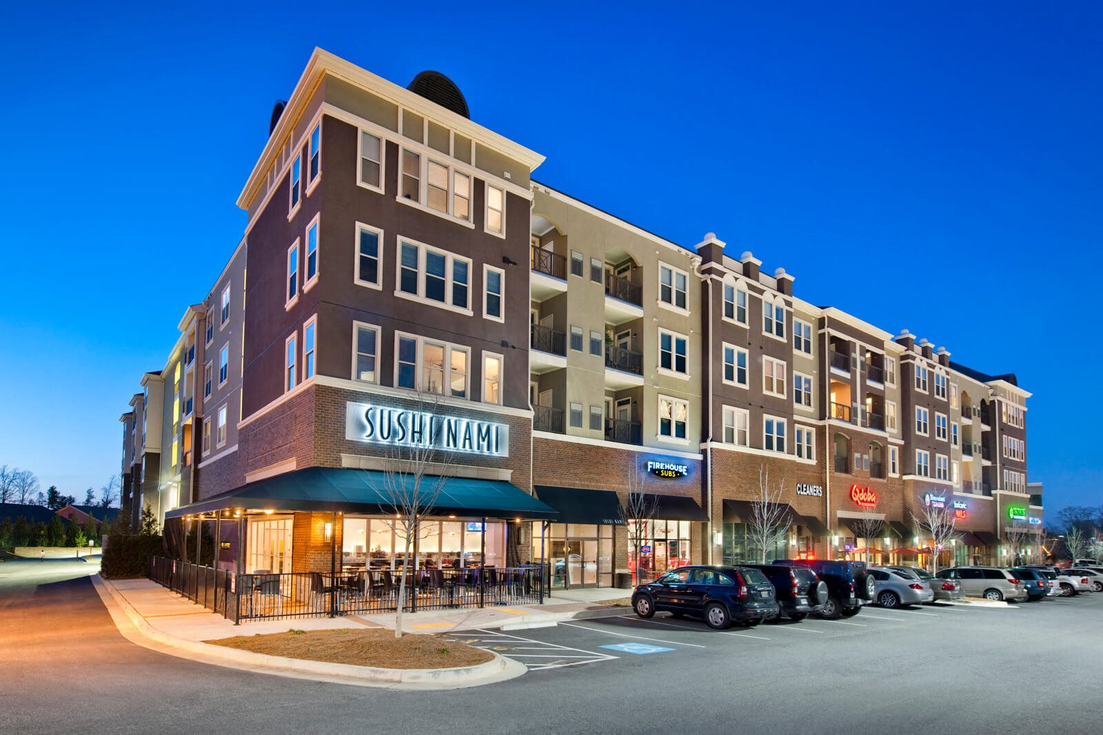 On-Site Restaurants at Windsor at Glenridge, Sandy Springs, 30342