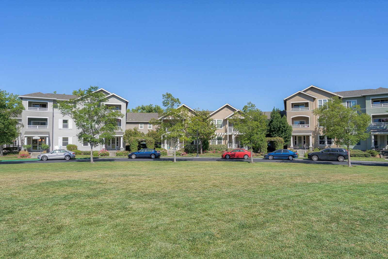 Newly Renovated Apartments with Luxury Amenities at The Kensington, Pleasanton, 94566