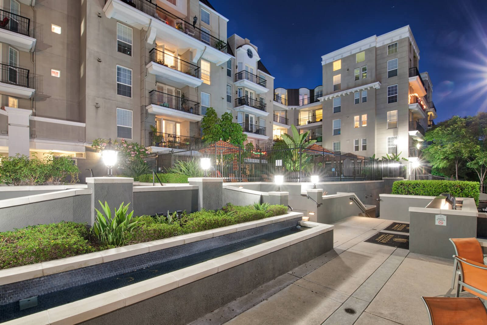 Mid Rise Luxury Apartments at Windsor at Hancock Park, California, 90004