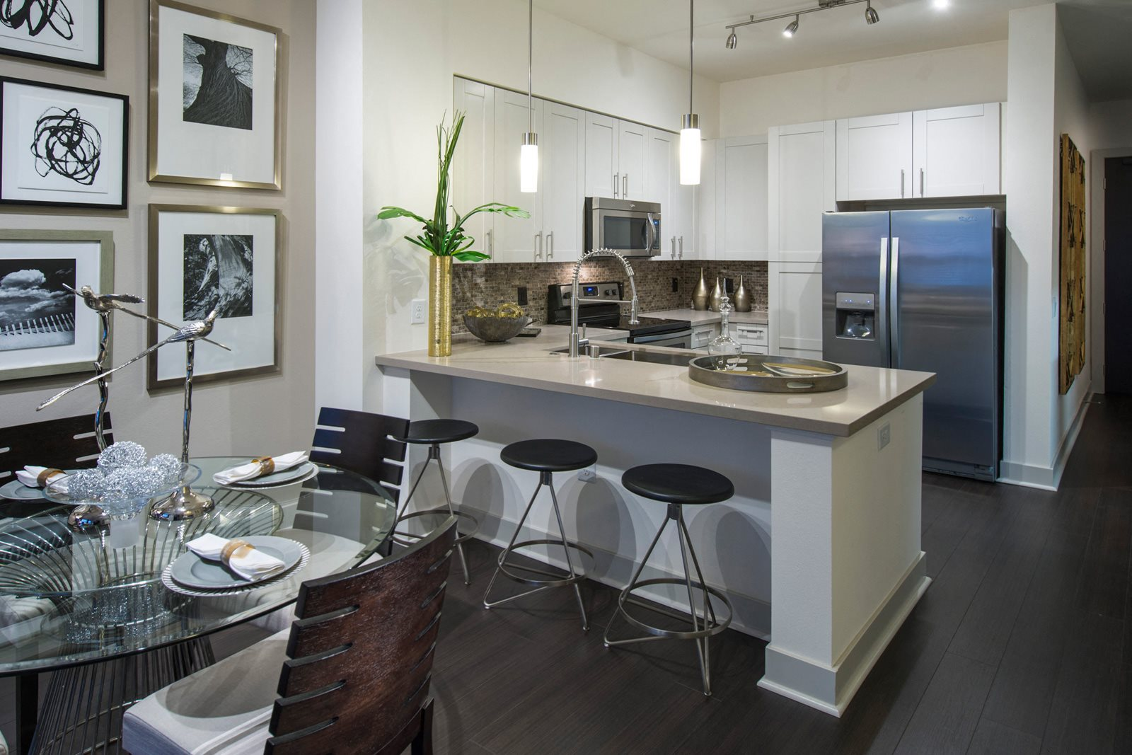 Gourmet Kitchens with Stainless Steel Appliances at Olympic by Windsor, 936 S. Olive St, CA