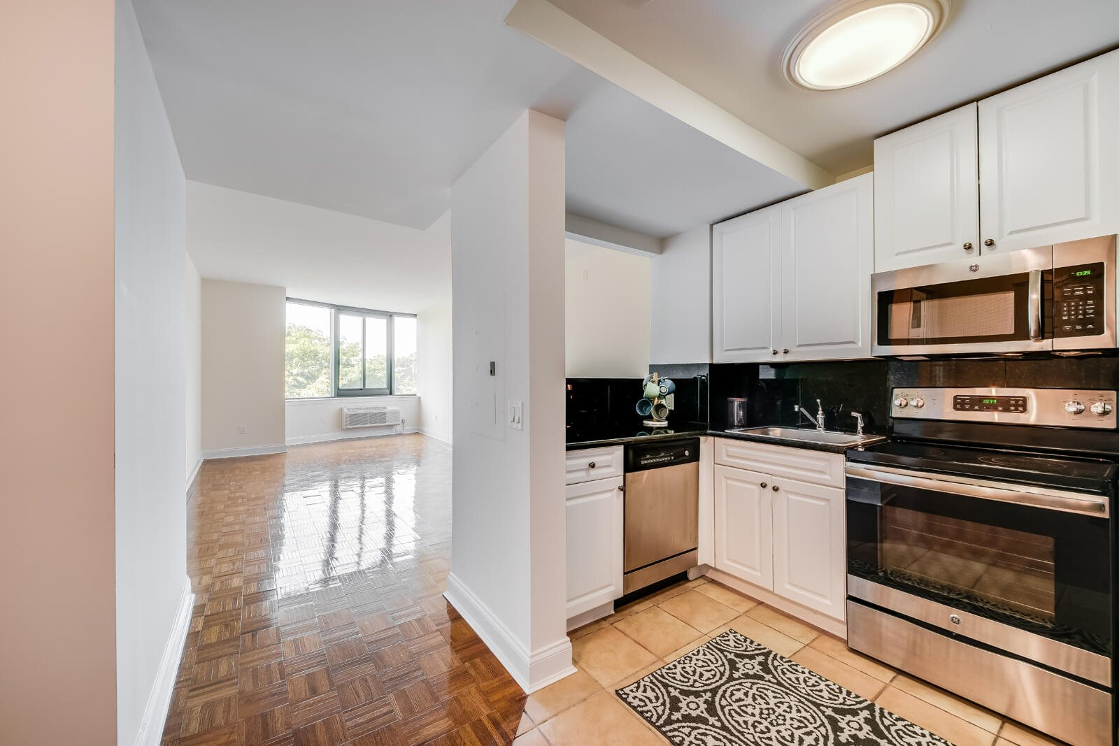 Airy 8' Ceilings at Windsor at Mariners, 100 Tower Dr., Edgewater