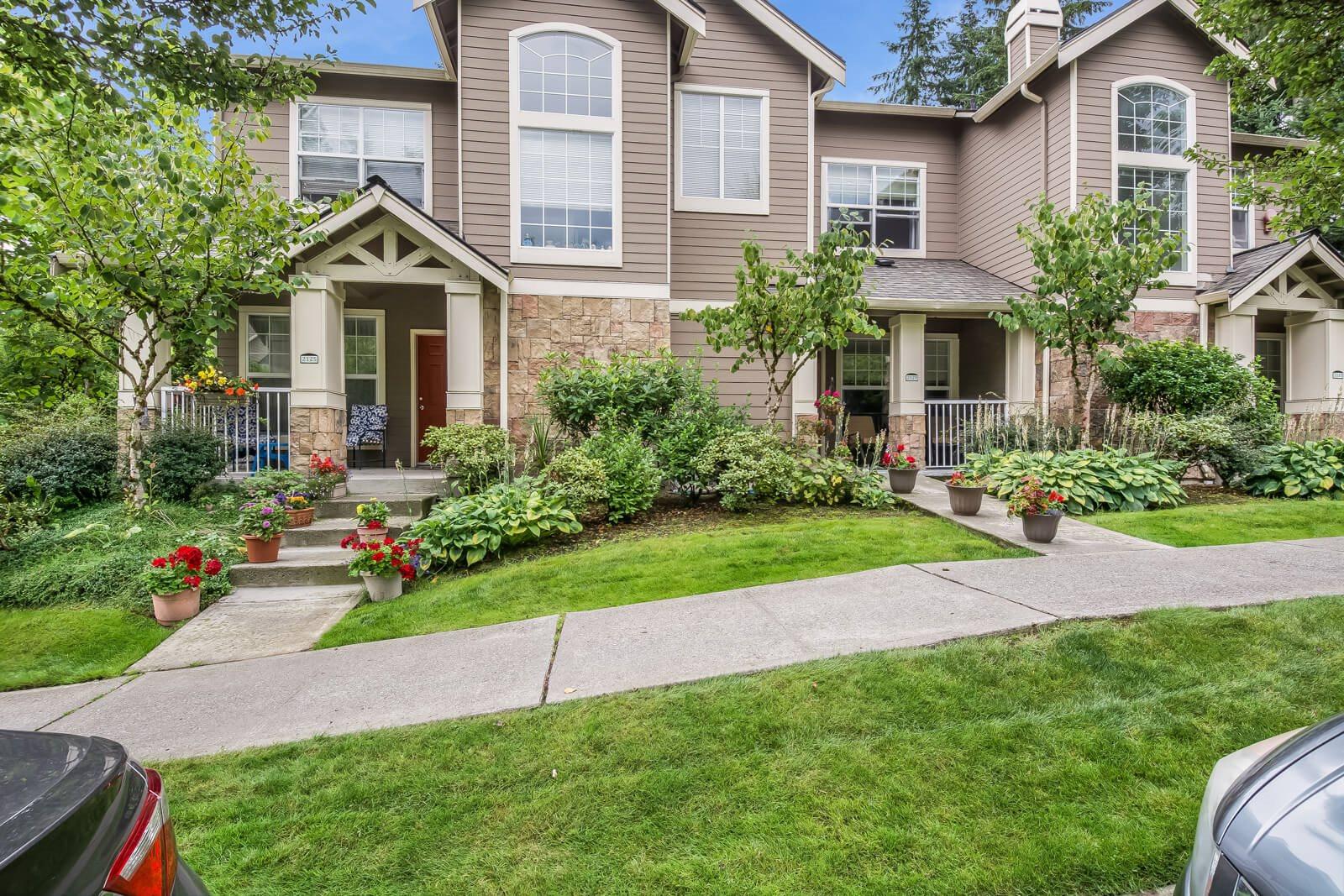 Beautifully Landscaped Grounds at The Estates at Cougar Mountain, 98027, WA