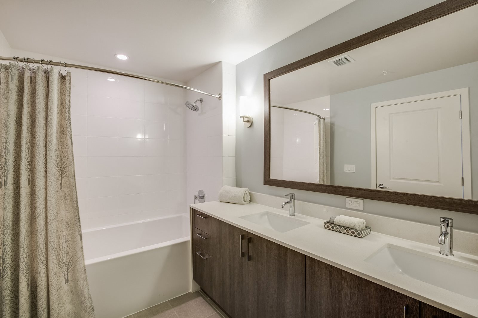 Oval Tub with Combo Shower at Allure by Windsor, 6750 Congress Avenue, Boca Raton