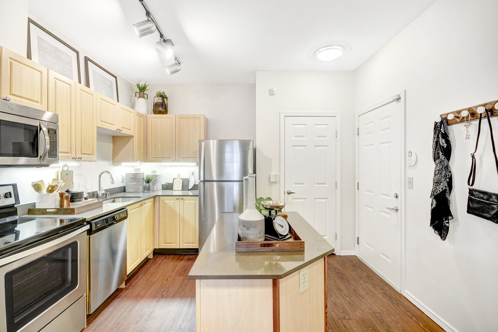Fully Equipped Kitchen at Reflections by Windsor,  Redmond, 98052