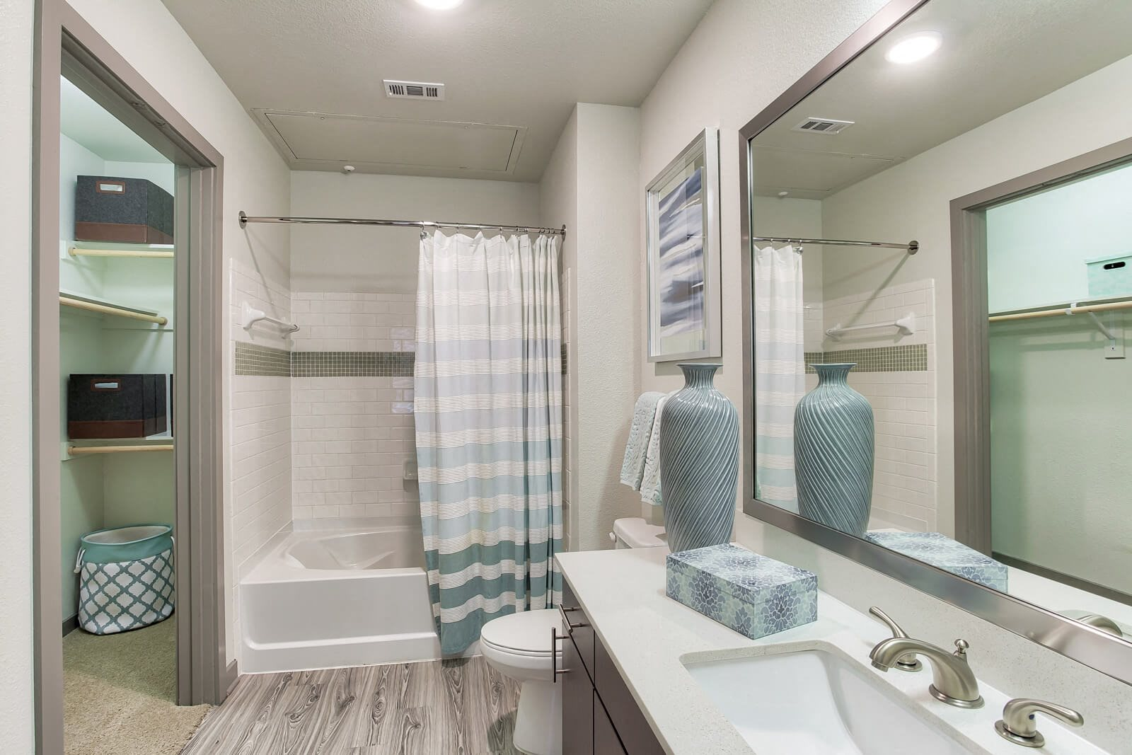 Upscale Bathrooms with Modern Finishes at Windsor West Lemmon, Dallas, 75209