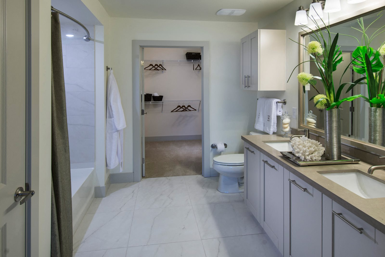 Oversized Soaking Tubs at Olympic by Windsor, Los Angeles, CA