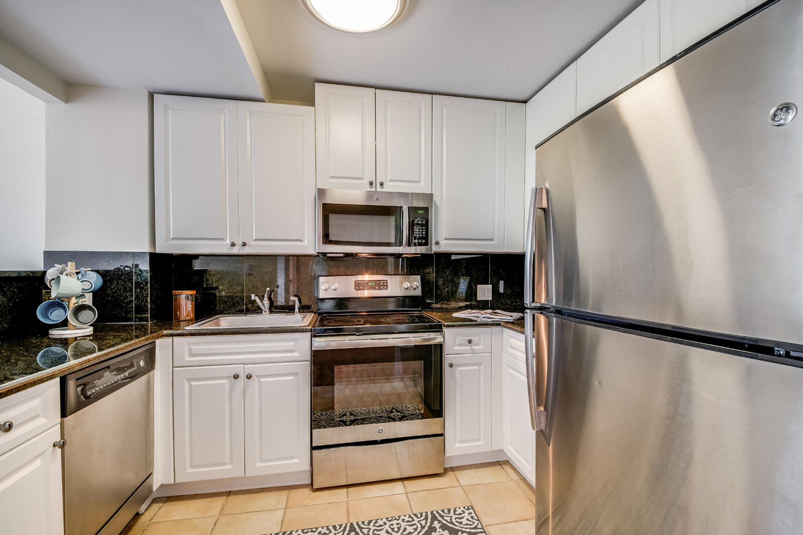 Chef-Inspired Kitchens with Granite Countertops at Windsor at Mariners, Edgewater, New Jersey
